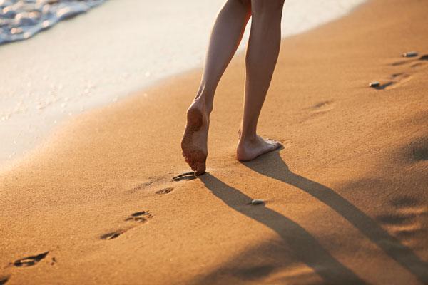 הליכה יחפה – כל היתרונות!